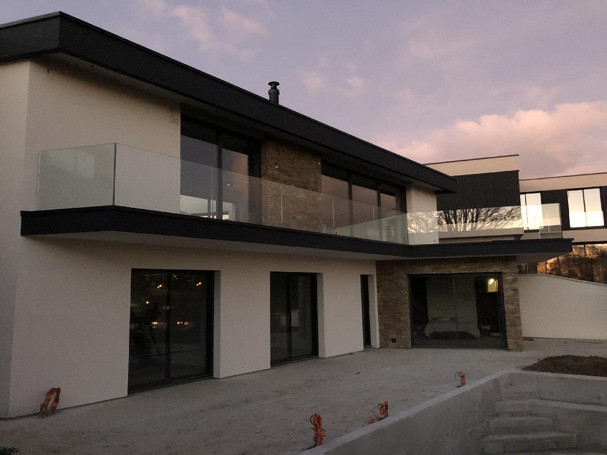Installation de rambardes extérieures en verre à Rouen