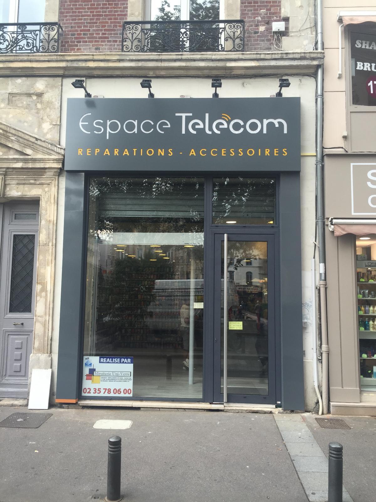 Changement de façade de la boutique ESPACE TELECOM à Rouen centre
