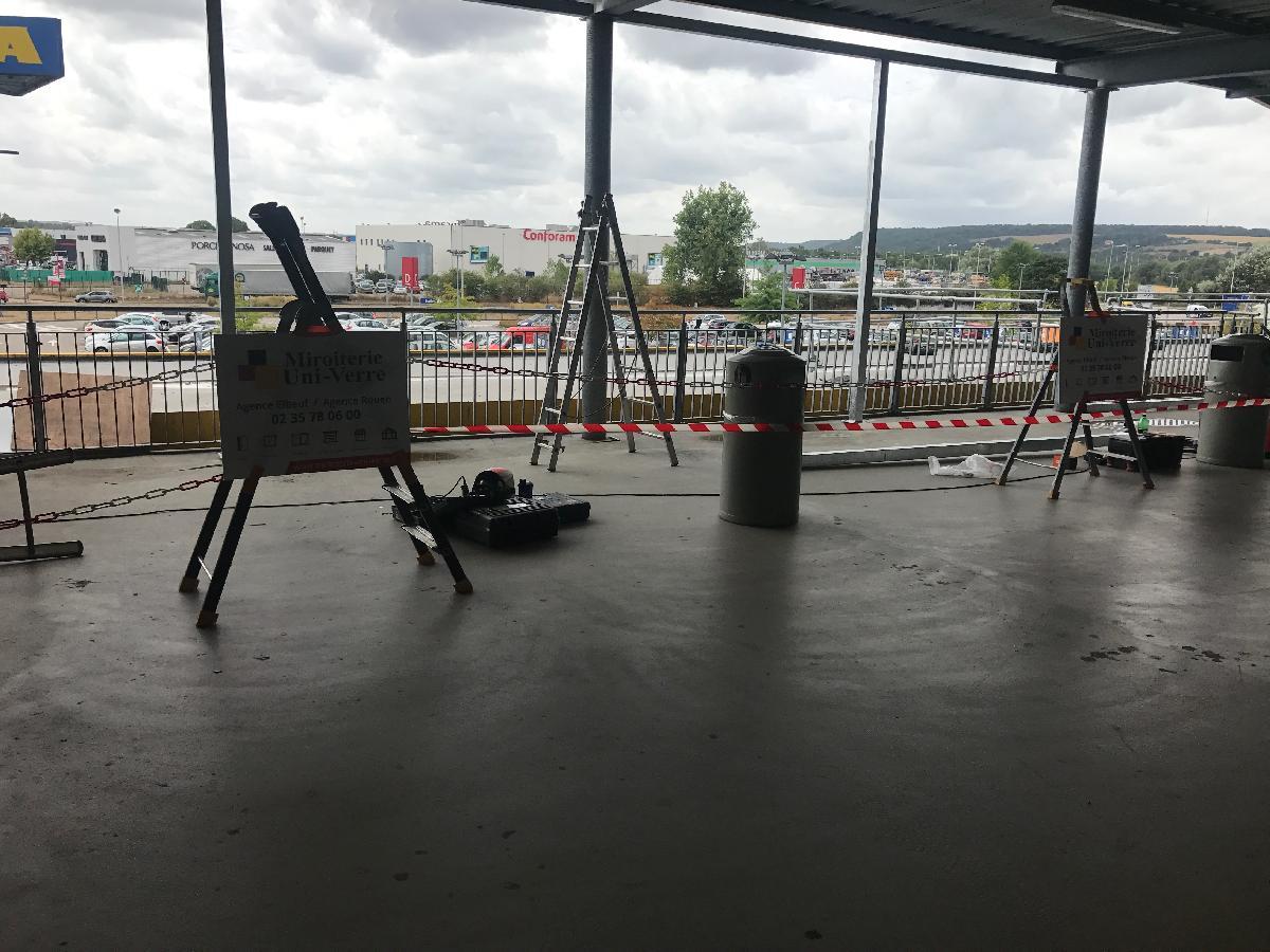 Création d'un mur vitré chez IKEA à Tourville la Rivière