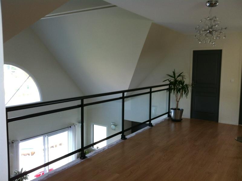 garde corps dans une maison contemporaine caumont. Black Bedroom Furniture Sets. Home Design Ideas