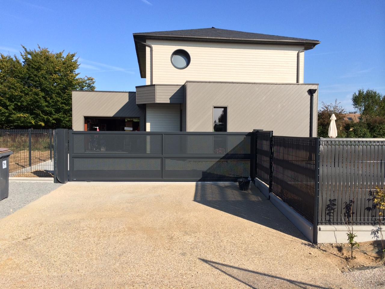 Installation portail coulissant motorisé sur mesure à La Londe