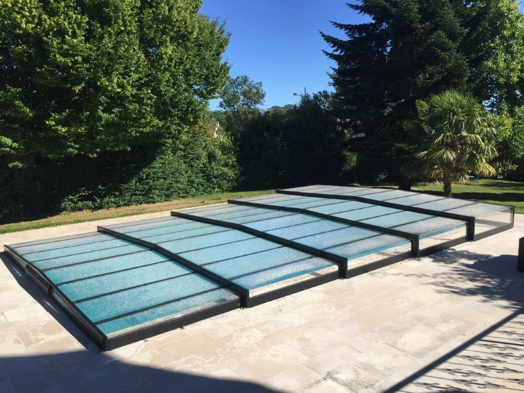 Abri de piscine semi-plat téléscopique et motorisé - Rouen