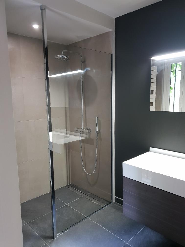 Installation paroi de douche sur mesure à Bois Guillaume
