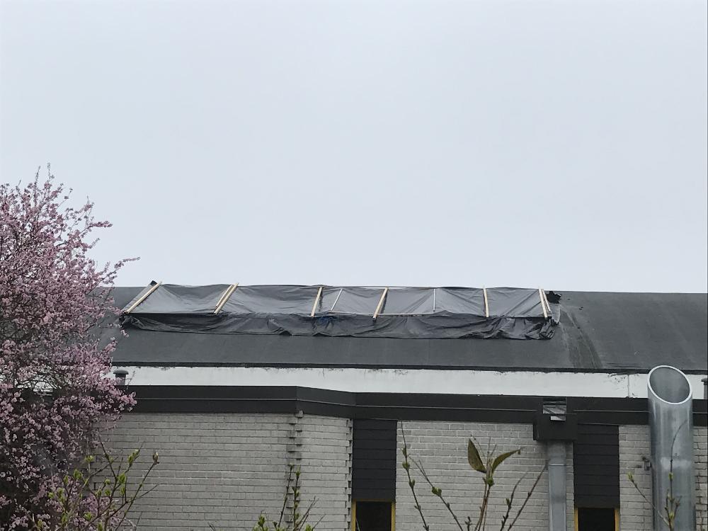Remplacement de toiture vitrée à la piscine municipale - Petit Couronne