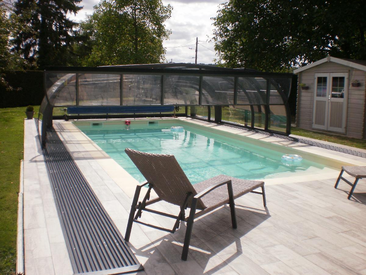 Installation d 39 un abri de piscine mi haut pr s de thuit signol for Piscine veranda