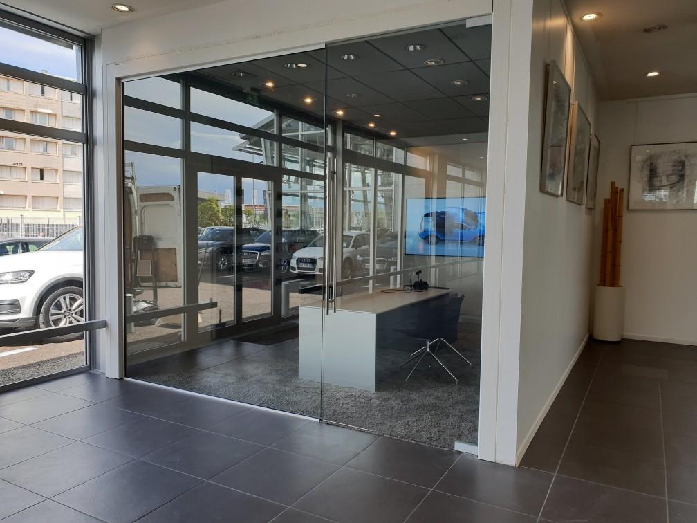 Pose porte vitrée de bureau chez AUDI Le Havre