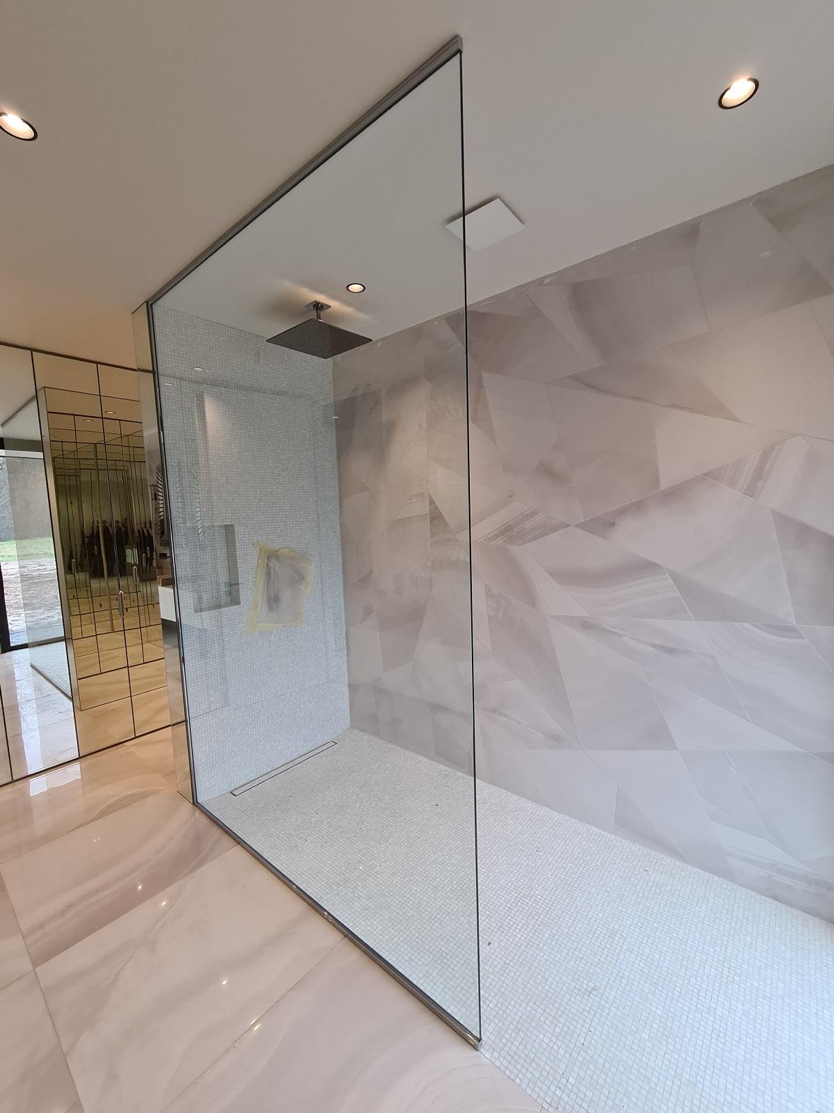 Paroi de douche grande dimension sur mesure à Rouen