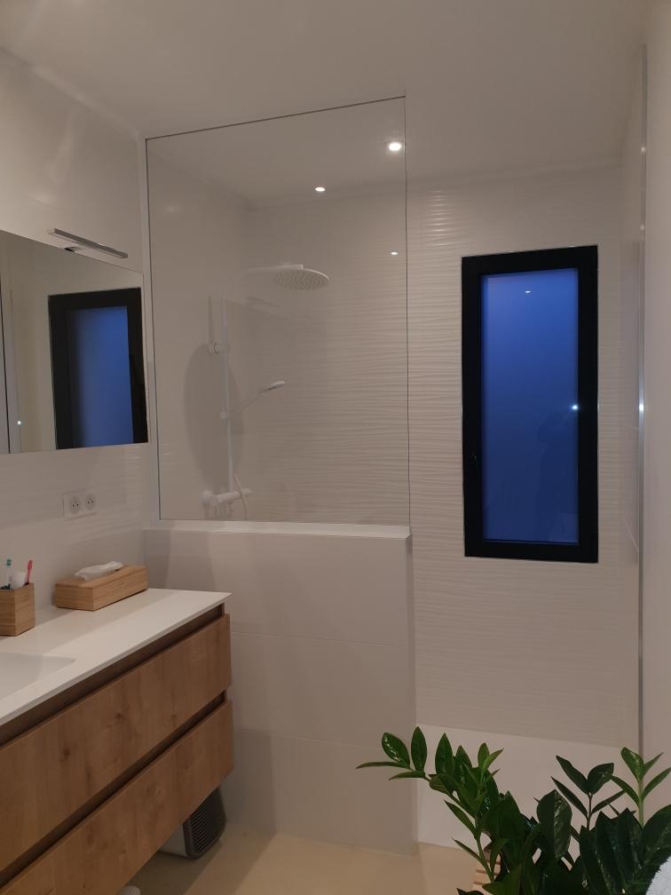 Fabrication d'une paroi de douche sur mesure à La Londe