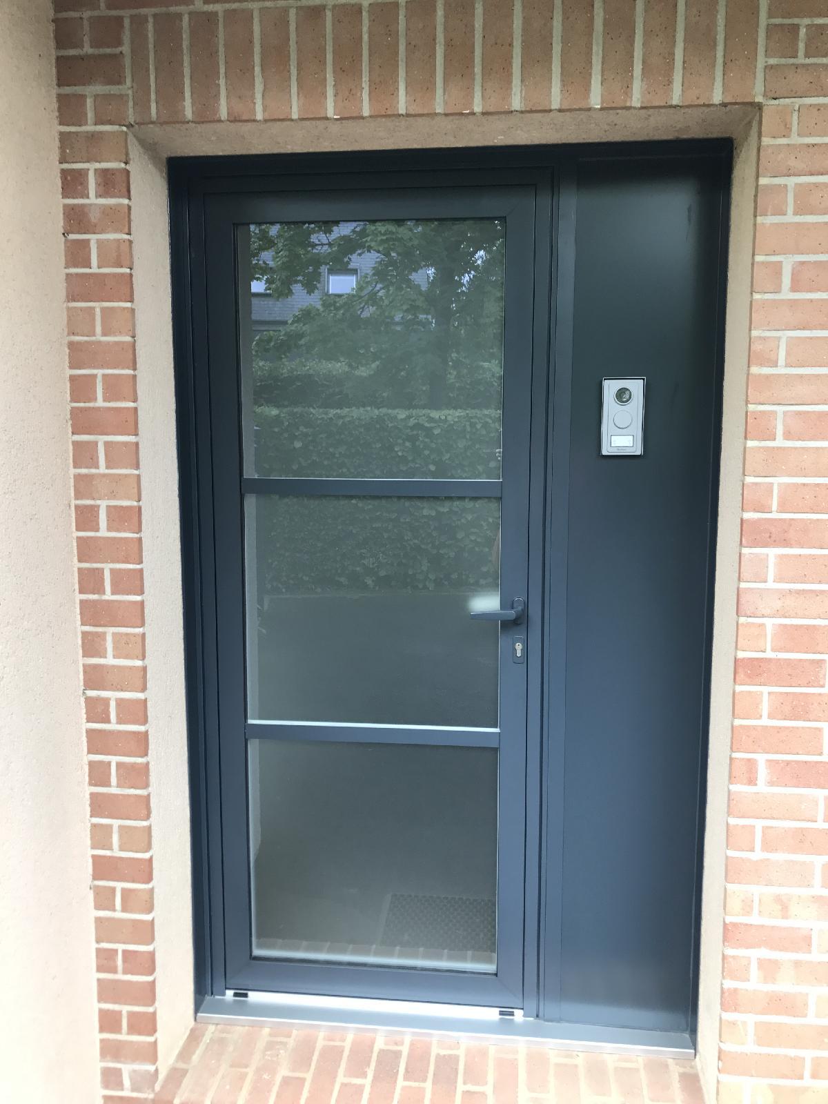 Changement d'une porte d'entrée en alu gris anthracite à Bois Guillaume