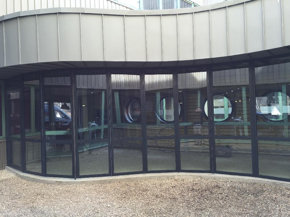 Châssis aluminium et hublots - SCHNEIDER ELECTRIC Pacy sur Eure