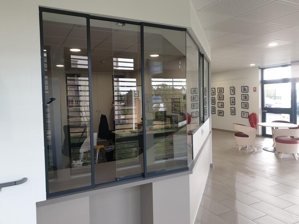 Création d'un comptoir vitré d'accueil à St Aubin