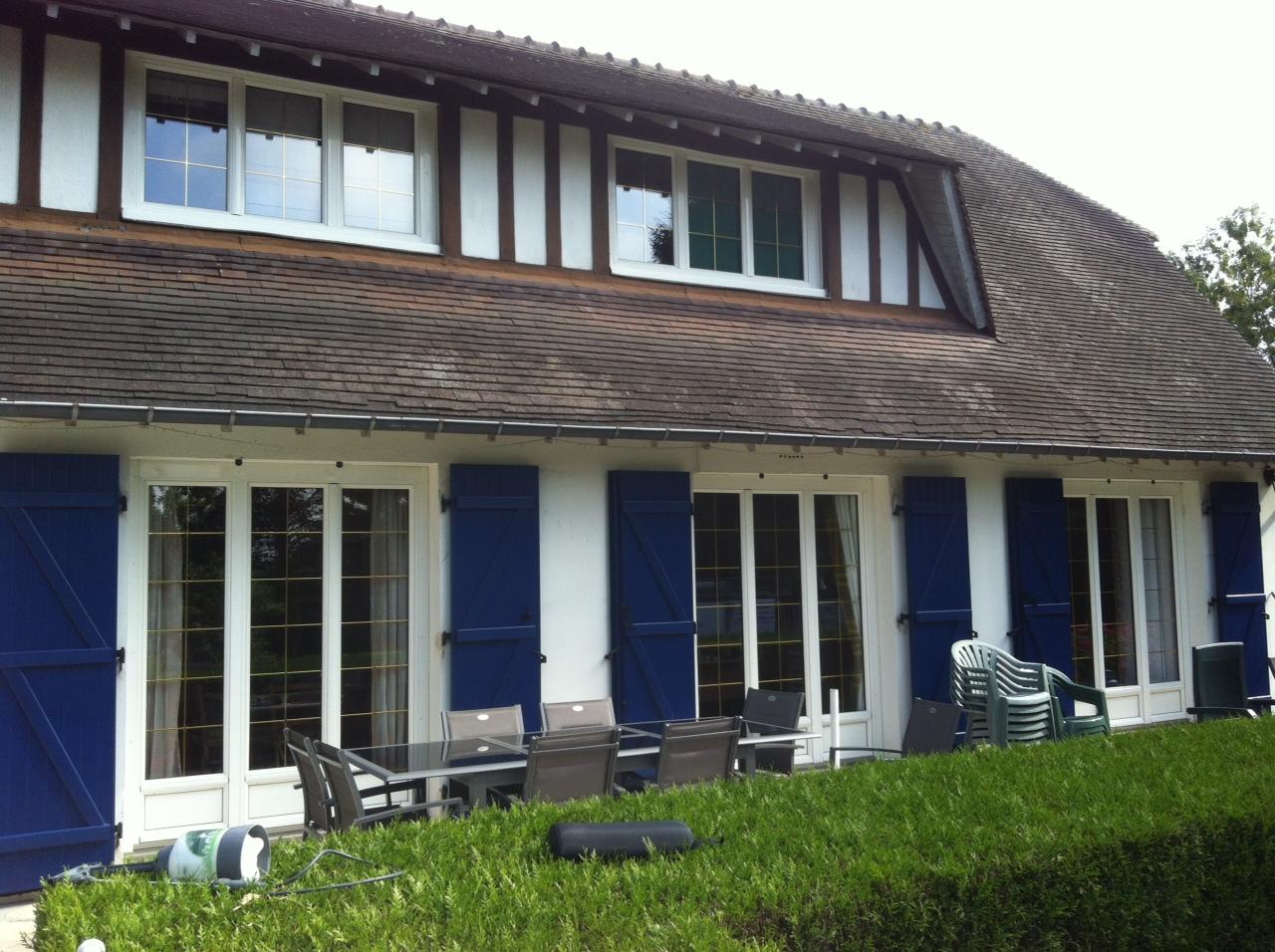Portes de garage et volets battants - Saint Ouen de Thouberville